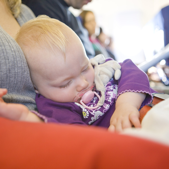 how to avoid ear pain during flight for babies